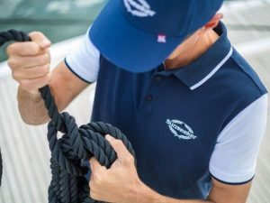 Tahoe-Polo-Shirt-Navy-Como-Cap-Navy-detail-1-768x512